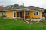 Obytný komfort zejména nevelkých rodinných domů terasa spolehlivě zvyšuje. Zvlášť, když je alespoň částečně krytá (Nova 109 / Atrium)